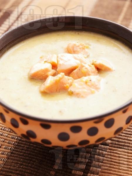 Картофена крем супа със сьомга и сметана - снимка на рецептата